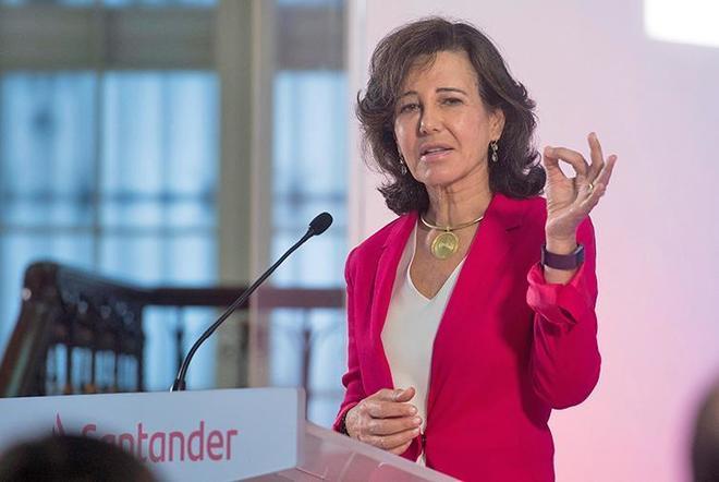 La presidenta del Banco Santander, Ana Botín, durante un acto...