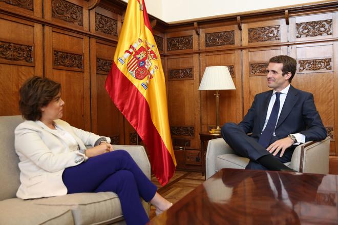 Soraya Sáenz de Santamaría y Pablo Casado, juntos este miércoles en el Congreso.