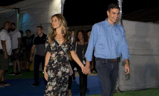El presidente del Gobierno, Pedro Sánchez, y su esposa a su llegada al FIB.