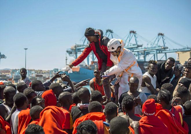 Varios migrantes rescatados en el estrecho por Salvamento Maritimo en...