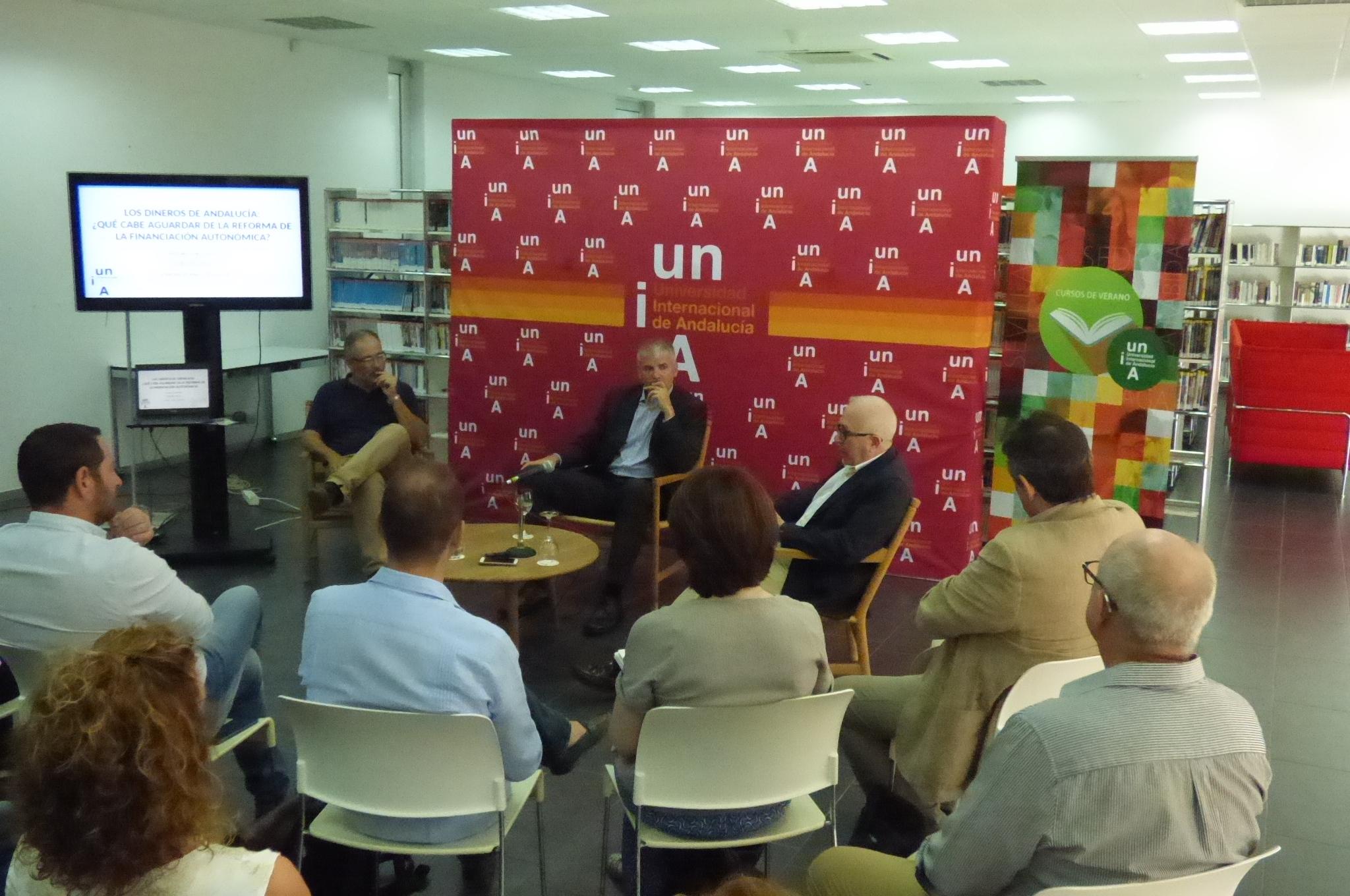 Santiago Lago y José Sánchez Maldonado durante la charla en La Rábida.EL