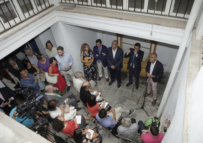 Presentación del proyecto cultura en el interior de la casa natal de Velázquez en Sevilla.