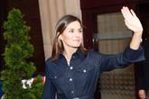Su Majestad la Reina saludando a su llegada al Auditorio Príncipe...