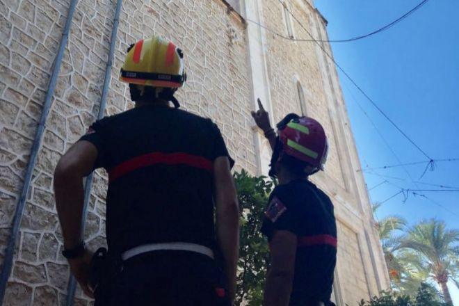 Bomberos del Consorcio de Bomberos durante la intervención en Benissa.