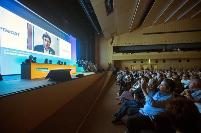 El ex presidente de la Generalitat, Carles Puigdemont, interviene en...