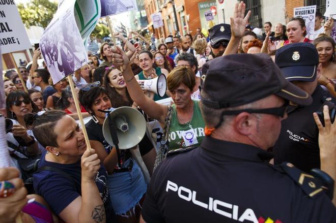 Concentración frente al Ministerio de Justicia contra la sentencia condenatoria a Juana Rivas.