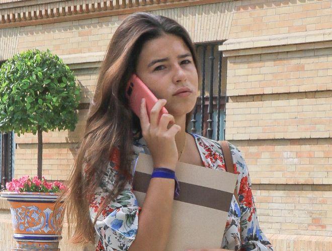 Tana Rivera paseando por las calles de la ciudad de Madrid
