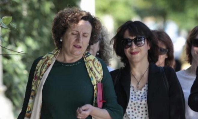 Francisca Granados, junto a Juana Rivas.