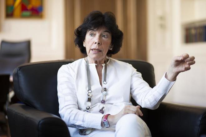 Isabel Celaá, ministra de Educación, durante la entrevista con EL...