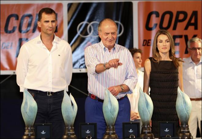 Los Reyes de España con el rey emérito en la entrega de premios de la Copa del Rey en Palma.