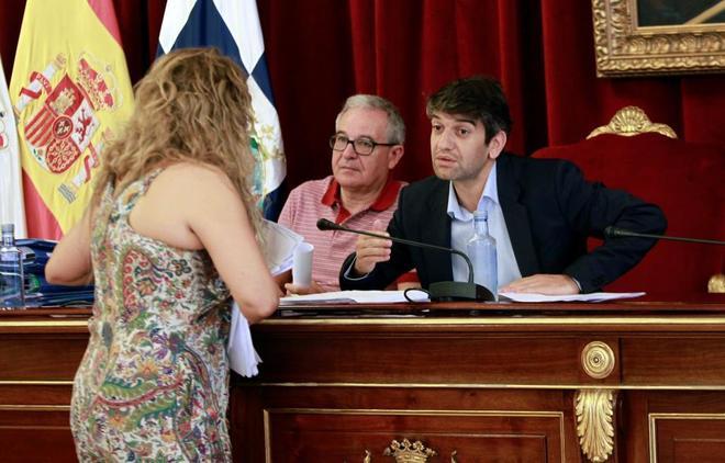 El alcalde de Ferrol, Jorge Suárez, durante un pleno de ayuntamiento