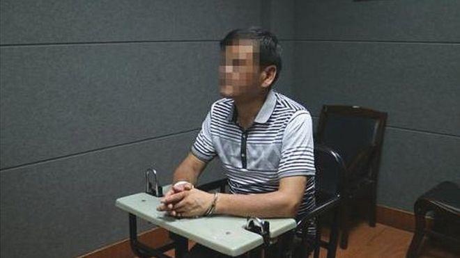 El escritor chino Liu Yongbiao, tras su detención.