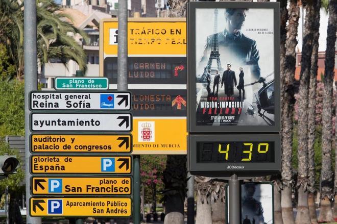 Termómetro situado en el Plano de San Francisco, en Murcia, que marca 43 grados.
