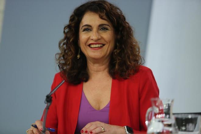 La ministra de Hacienda, María Jesús Montero Cuadrado, en la rueda...