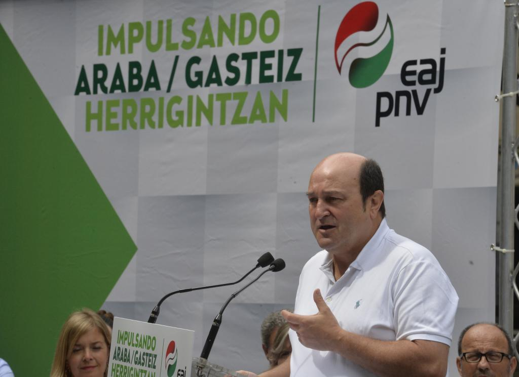 Andoni Ortuzar, en un acto político del PNV en Vitoria.
