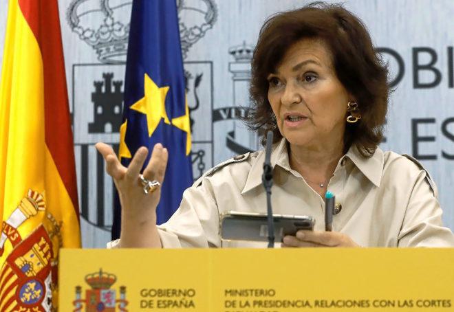 Carmen Calvo acusa a Casado y Rivera de