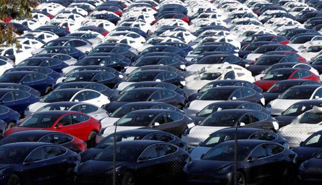 Campa de coches del nuevo modelo Tesla Model 3 en Richmond, California