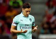 Özil reza en la previa del Arsenal - PSG.