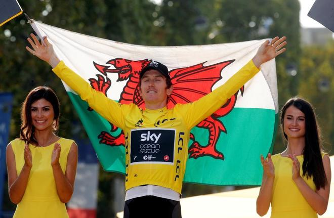 Geraint Thomas celebra tras ganar el Tour de Francia.