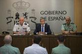 El delegado del Gobierno rn Cantabria, Pablo Zuluaga, junto a los...