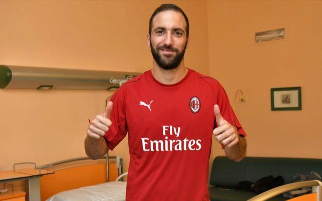 783ae696ec3b6 Higuaín cambia la Juventus por el Milan