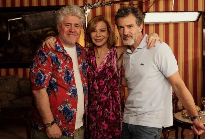 Cecilia Roth, con Pedro Almodóvar y Antonio Banderas en el rodaje de 'Dolor y Gloria'