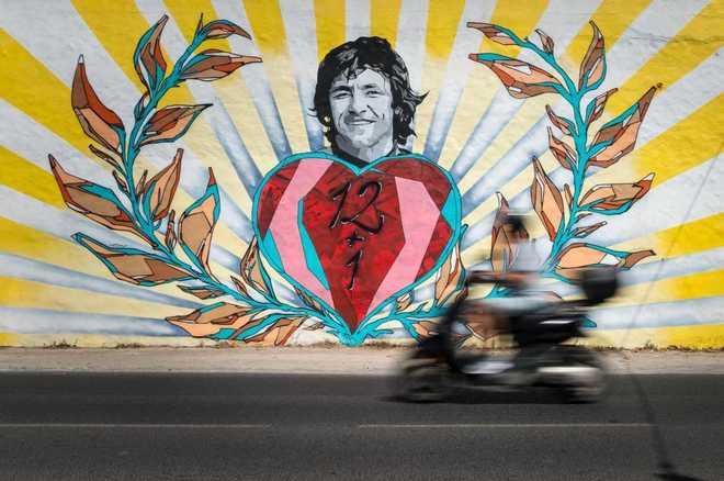 Un mural recuerda a Ángel Nieto en el lugar donde sufrió el fatídico accidente.