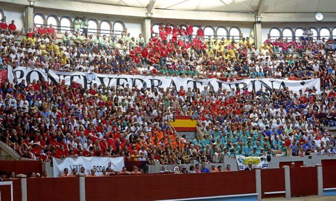 La alegría de las peñas taurinas de Pontevedra no falla nunca en la plaza de San Roque