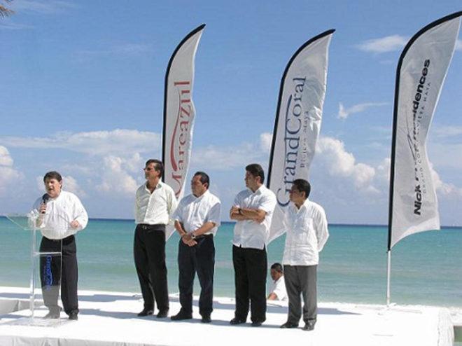 José Luis Olivas, cuando era presidente de Bancaja, durante la presentación de unos de los proyectos de Grand Coral, en México.