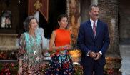 Los Reyes de España, Felipe VI y Letizia, y la reina emérita, al...