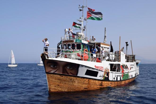 """La Marina israelí interceptó ayer el barco """"Al Awda"""", de la..."""