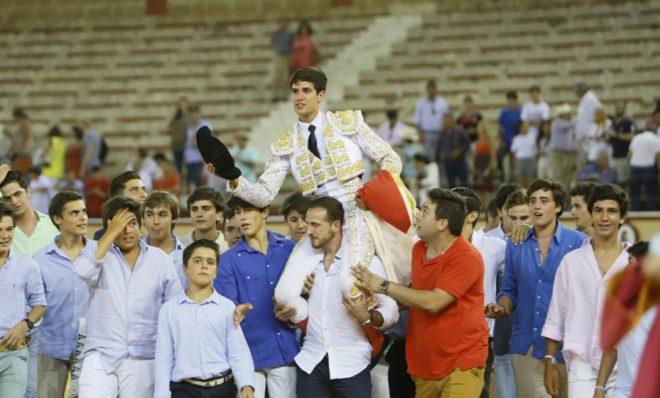 Crespo salió a hombros tras cortar una oreja a cada toro de su lote de Núñez del Cuvillo