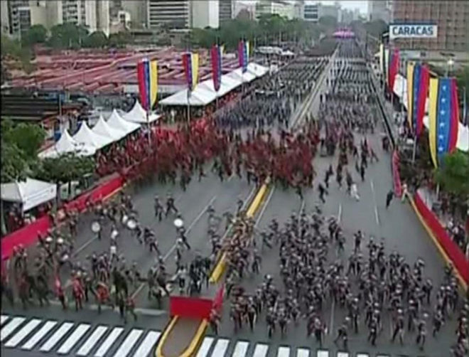 "Screengrab taken from a handout video released by Venezuelan Television (VTV) showing uniformed military members breaking ranks and scattering after a loud bang was heard during a ceremony to celebrate the 81st anniversary of the National Guard in Caracas on August 4, 2018. Venezuelan President Nicolas Maduro was unharmed after an exploding drone ""attack"" interrupted his speech at a military ceremony, the minister of communication Jorge Rodriguez said following the incident. / AFP PHOTO / VENEZUELAN TELEVISION (VTV) / HO / RESTRICTED TO EDITORIAL USE - MANDATORY CREDIT ""AFP PHOTO / VENEZUELAN TELEVISION - VTV"" - NO MARKETING NO ADVERTISING CAMPAIGNS - DISTRIBUTED AS A SERVICE TO CLIENTS"