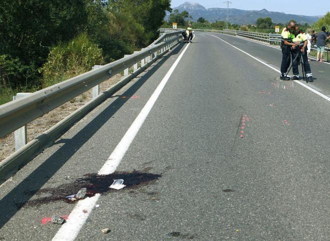 Dos ciclistas han fallecido esta mañana al ser arrollados por un...