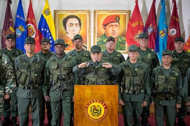 El ministro de defensa, Vladimir Padrino Lopez, tras el supuesto atentado contra Maduro.