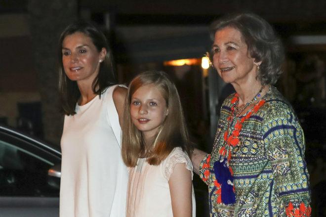 La Reina Letizia, la princesa Leonor y Reina Sofía durante la cena de la 37 Copa del Rey de vela en Palma de Mallorca