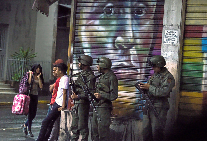 La oposición venezolana acusa a Nicolás Maduro de usar el