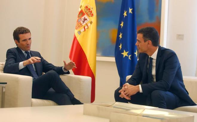 El líder del PP, Pablo Casado, y el presidente del Gobierno, Pedro...