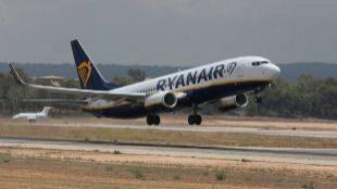 Un avión de Ryanair, una de las compañías con base en Palma donde...