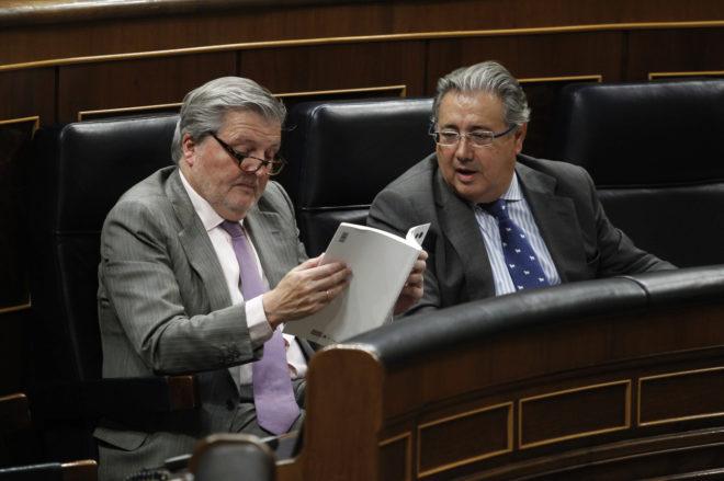 Íñigo Méndez de Vigo y Juan Ignacio Zoido en el Parlamento, durante una sesión especial sobre el Presupuesto Nacional
