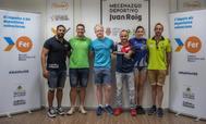 Cinco de los deportistas paralímpicos del Proyecto FER posan junto a Ricardo Ten (3d), doble medallista en el Mundial de Ciclismo Adaptado disputado en Italia. EFE