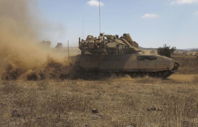 Un tanque israelí durante unos ejercicios militares, en los Altos del Golán.