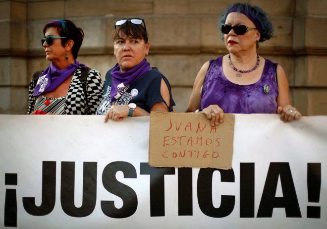 Concentración en Pamplona contra la sentencia de Juana Rivas el pasado 30 de junio.