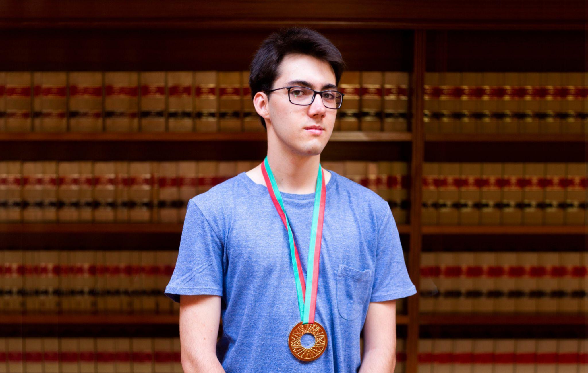 Oro olímpico en Física pese a la falta de apoyo del Gobierno