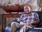 Manuel Charlín, en una imagen de 2010 en su casa de Vilagarcía de...