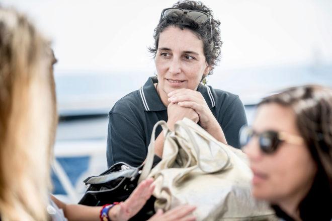 Elena Piña con la tripulación de Ocean Dream.