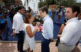 El presidente del PP, Pablo Casado, junto a la presidenta de los...