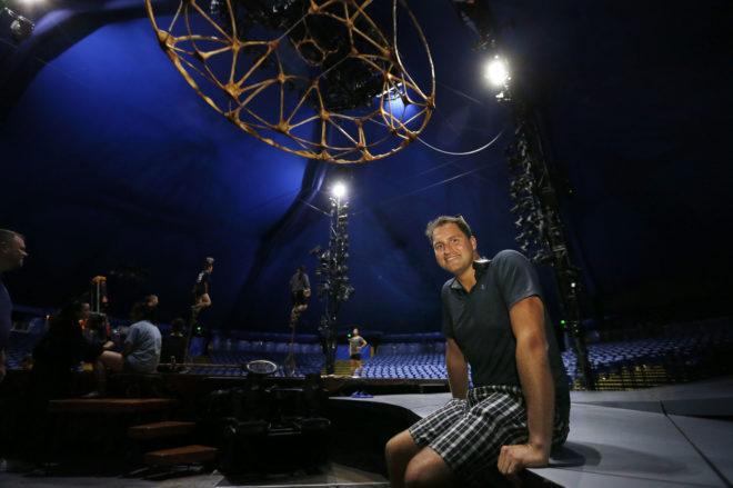 Matthews Cadenhead, el jefe de iluminación del Circo  del Sol, 'Totem', que está en Alicante hasta el 19 de agosto.
