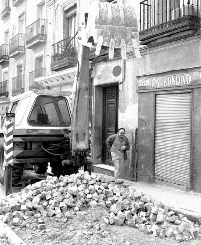 Un libro de fotografías retrata el barrio madrileño cuando, hace