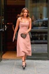 La actriz, para acudir a los premios de la revista Nylon Magazine en...